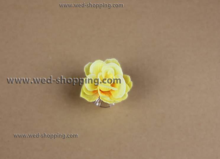 roses jaunes avec des ventouses pour la dcoration de voiture de mariage - Ventouse Pour Decoration Voiture Mariage